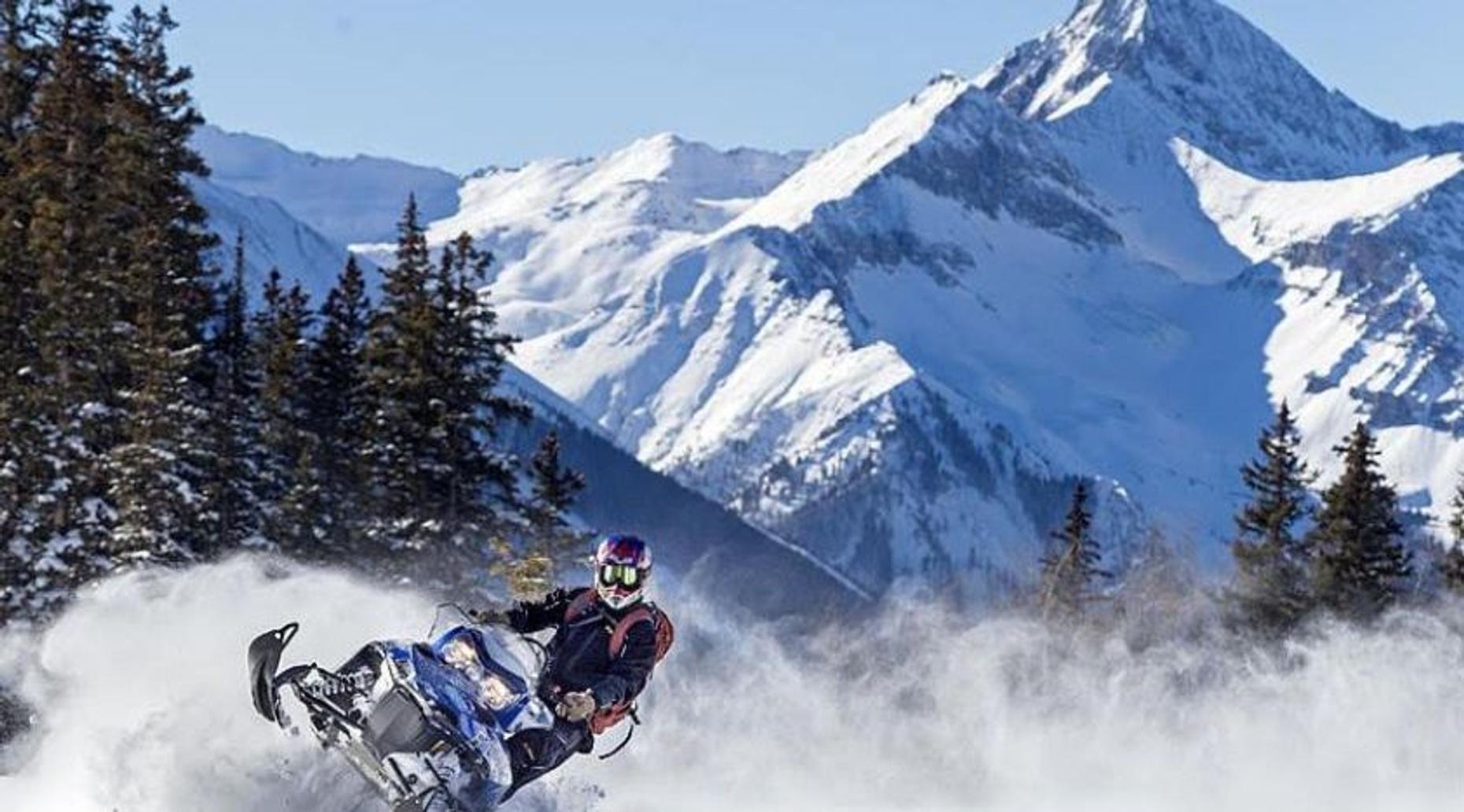 2-Hour Snowmobile Tour