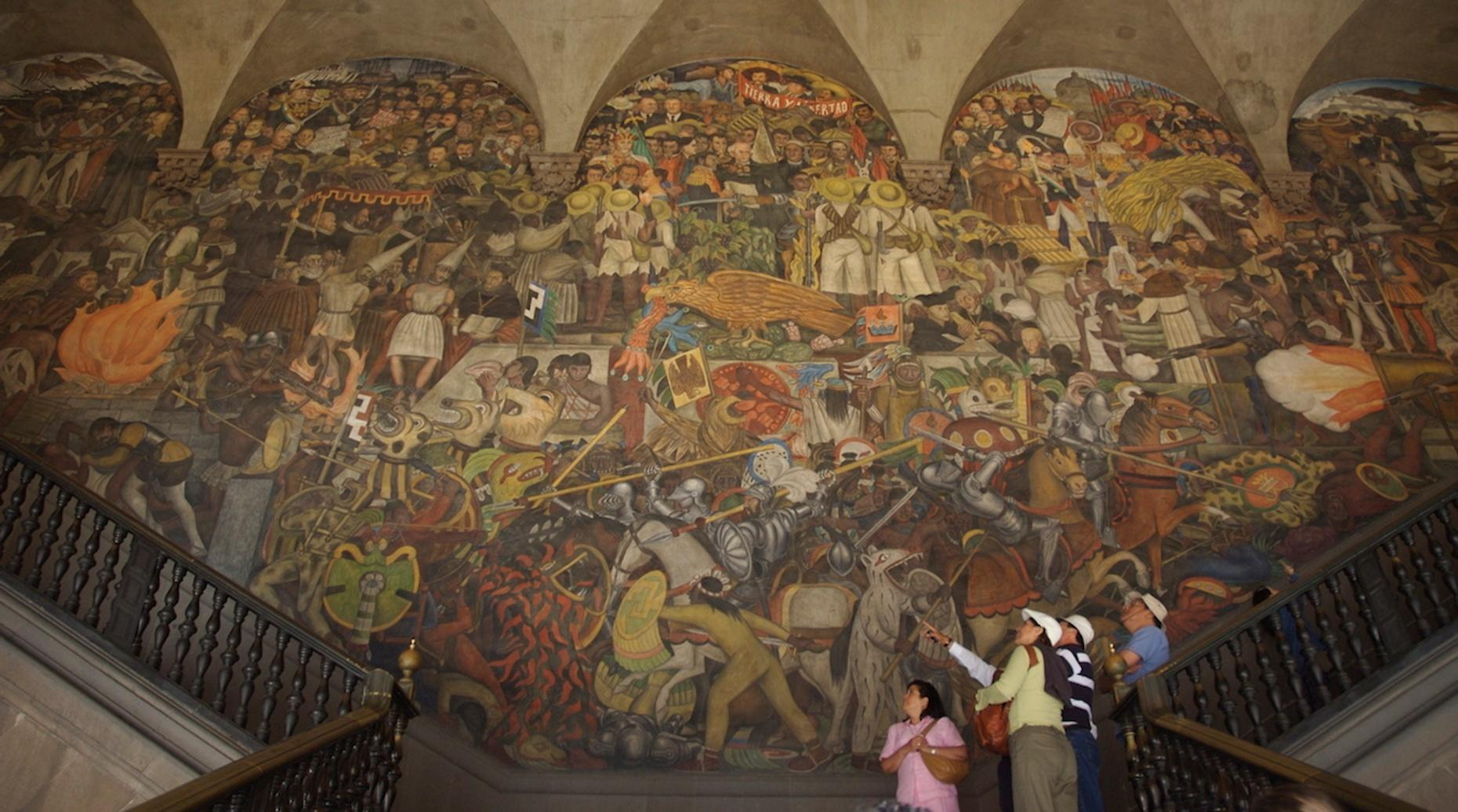 Muralist Art Walking Tour of Mexico City in Spanish