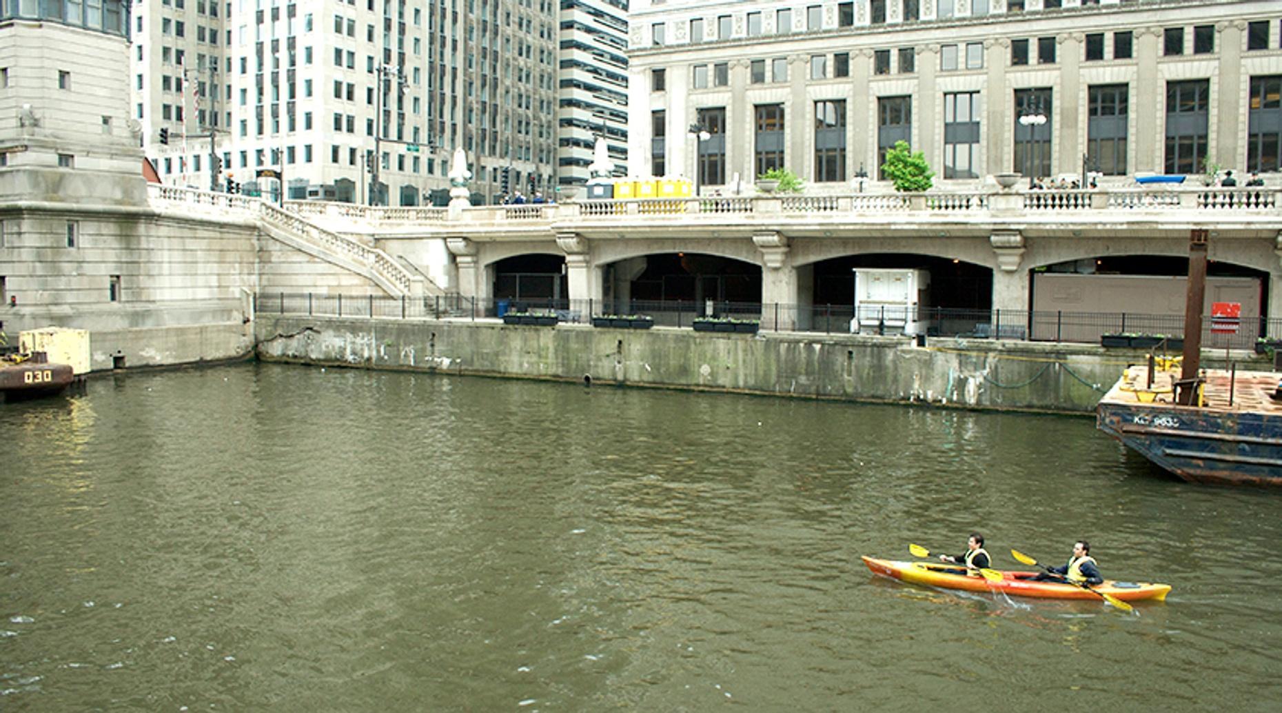 Chicago River Sunset Kayaking Tour