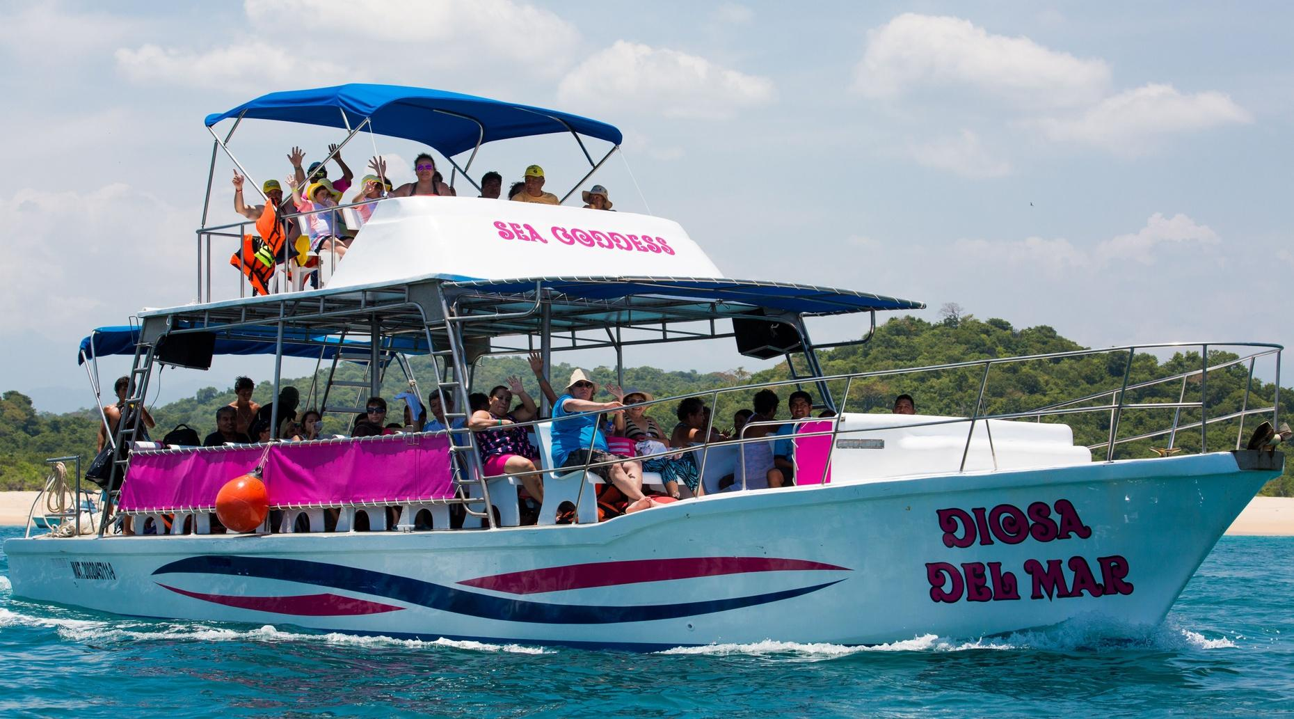 Guided Boat Tour of Huatulco's Bays with Snorkeling