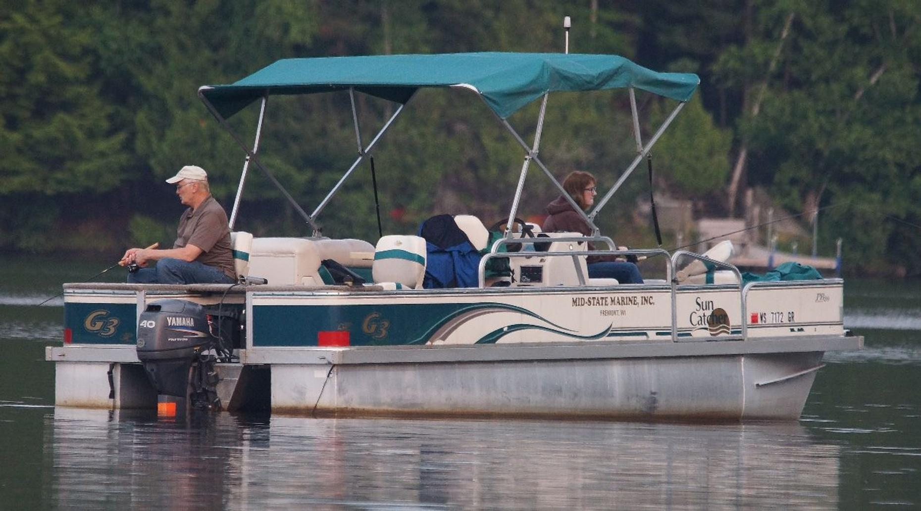 Four-Hour 20' Pontoon Boat Rental in Oak Creek