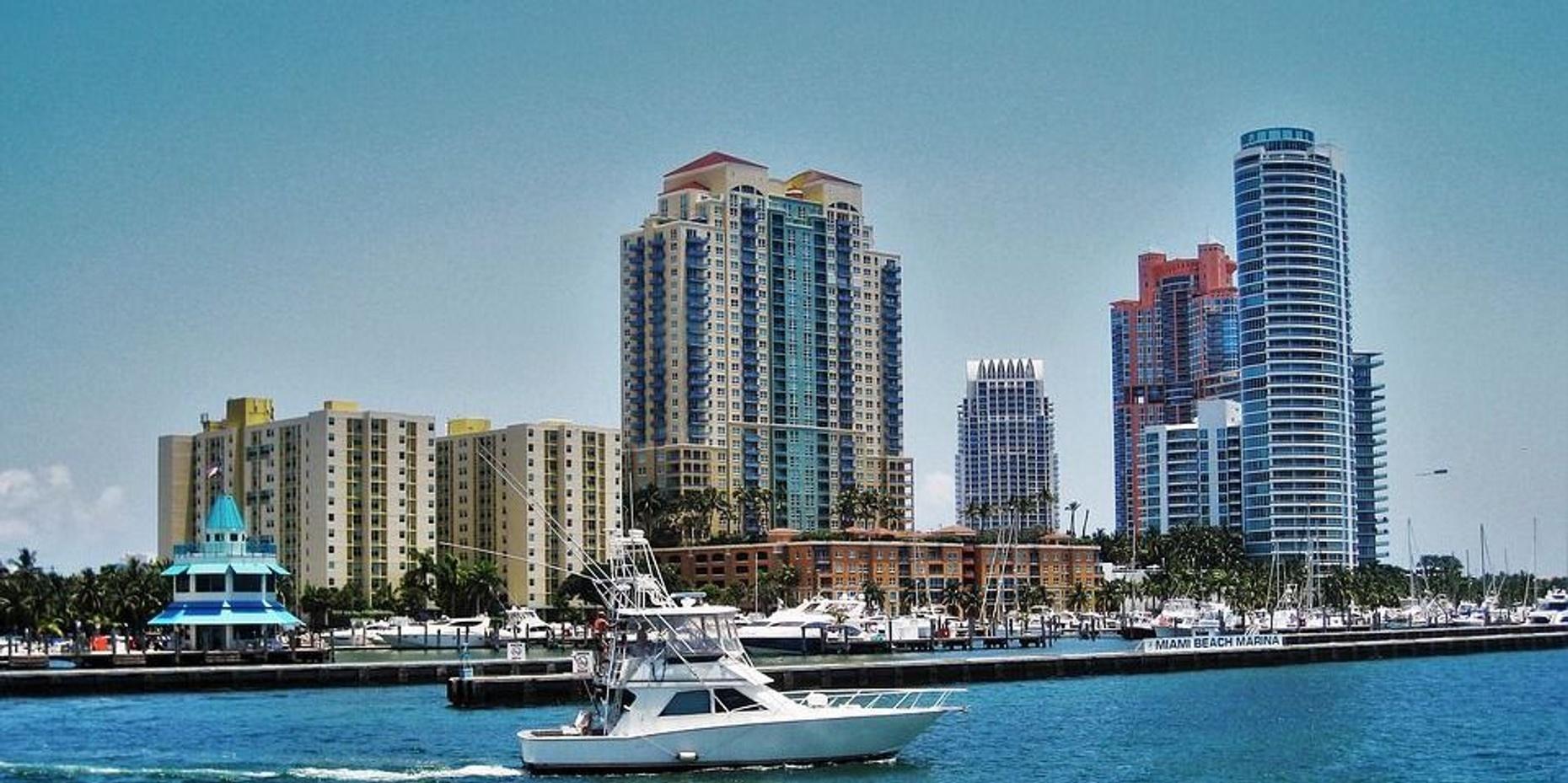 Celebrity Island Mansion Boat Tour in Miami