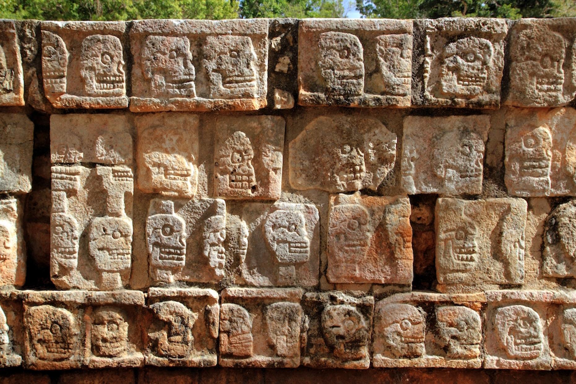 In-Depth Tour of Chichén Itzá in Spanish