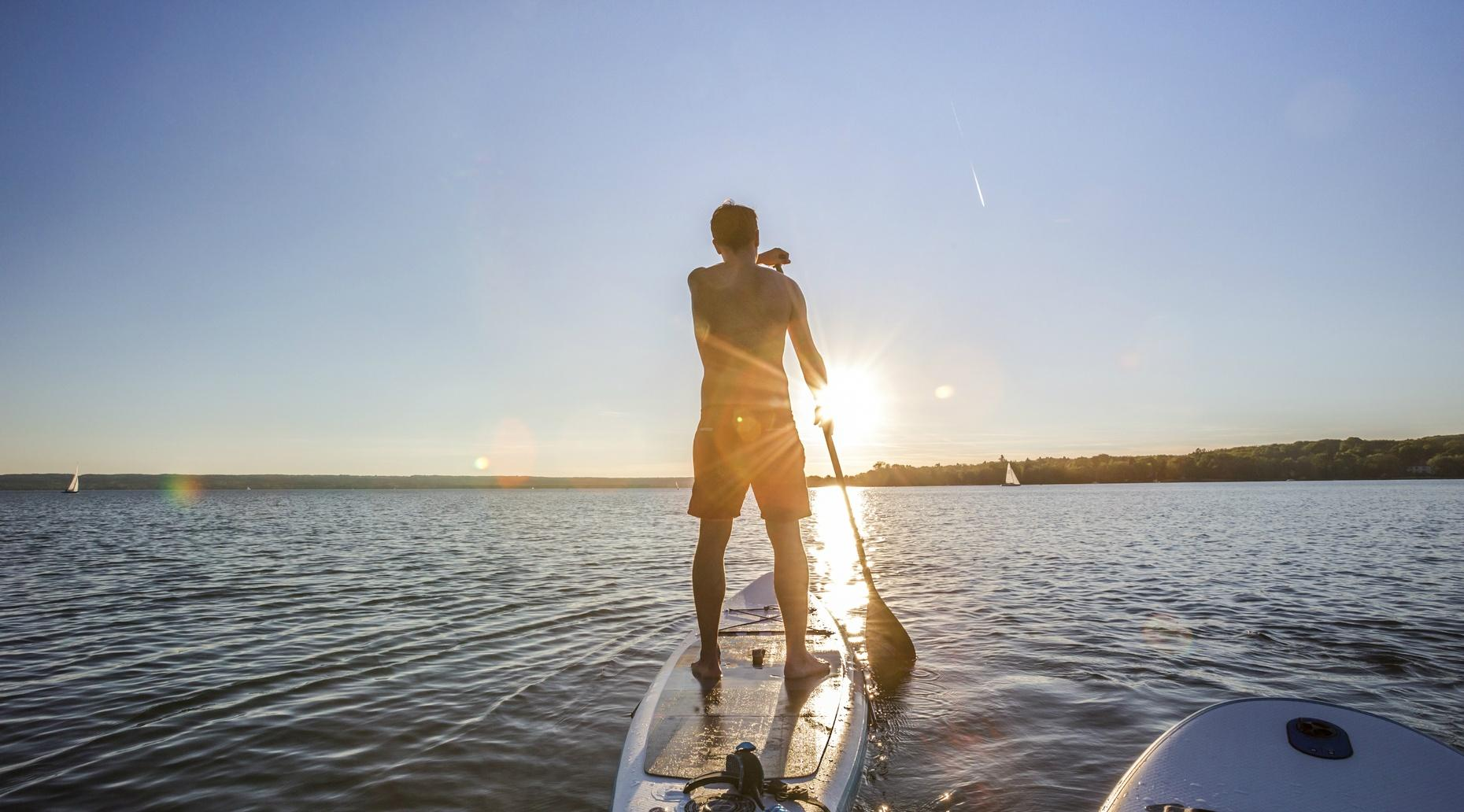 1-Hour Stand-Up Paddleboard Rental in Clinton