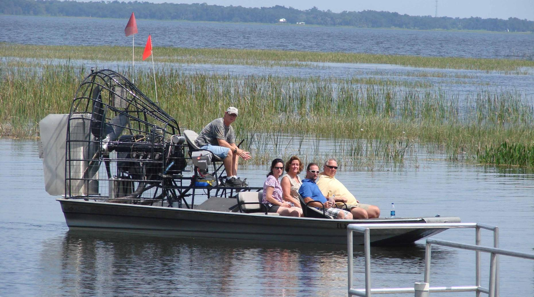 1-Hour Airboat Ride in Lake Jesup
