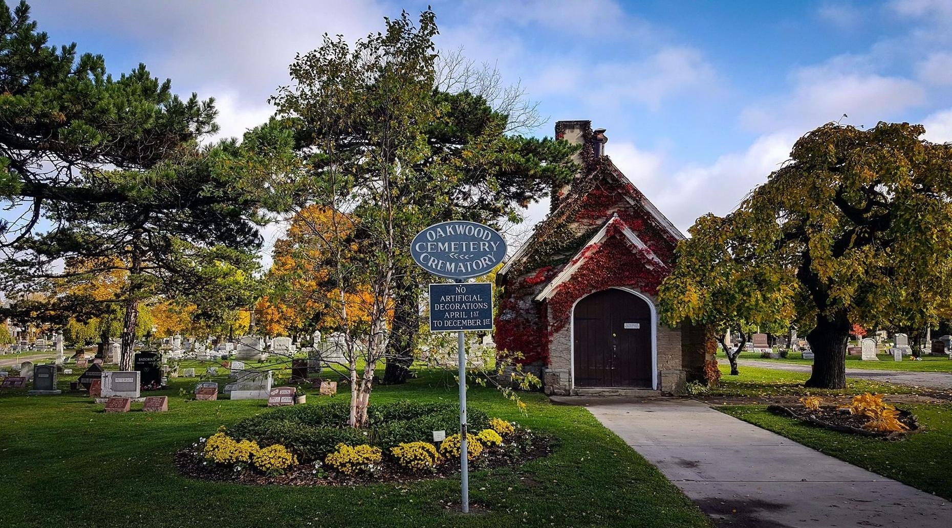 Afternoon Niagara Daredevil Walking Tour at Oakwood Cemetery