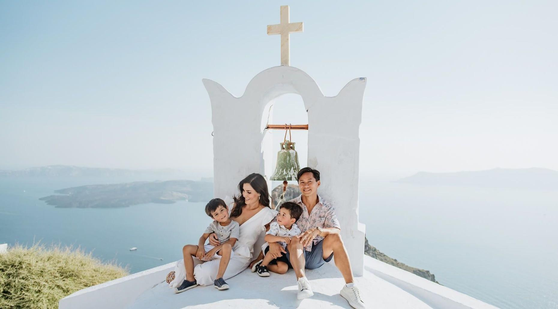 1-Hour Santorini Photo Shoot