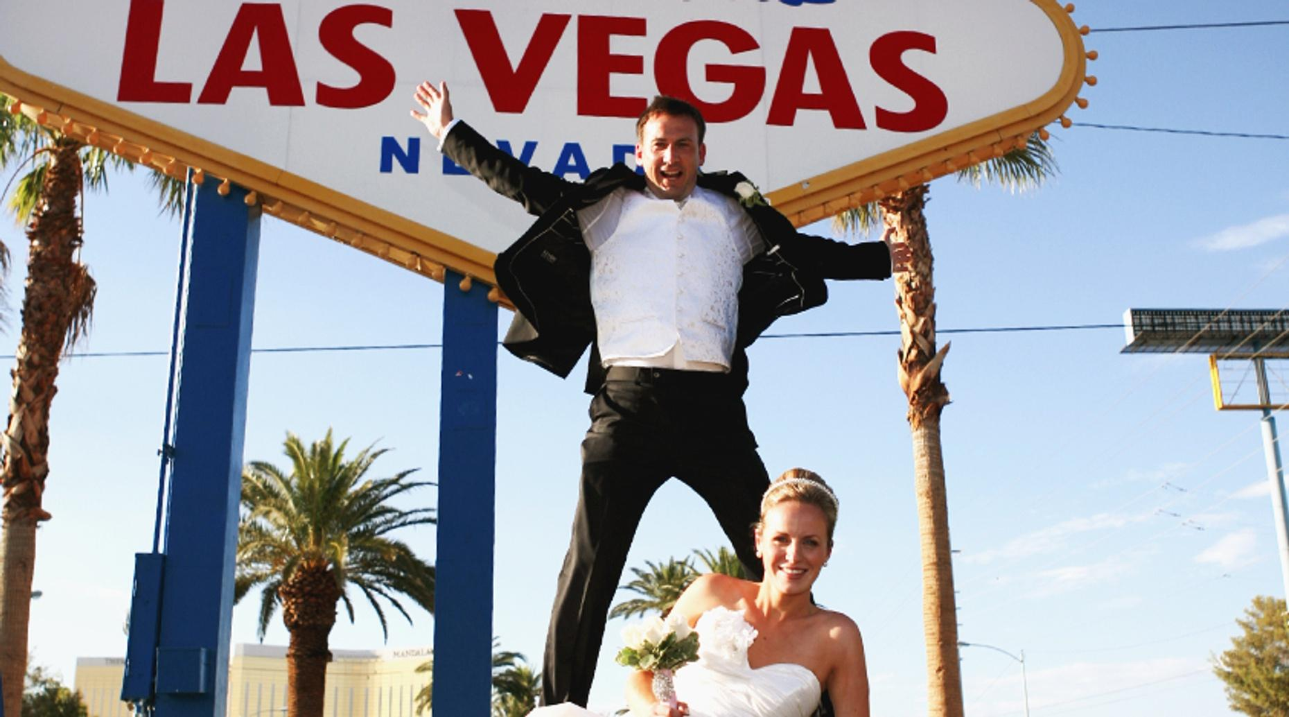 Vegas Chapel Deluxe Wedding Package