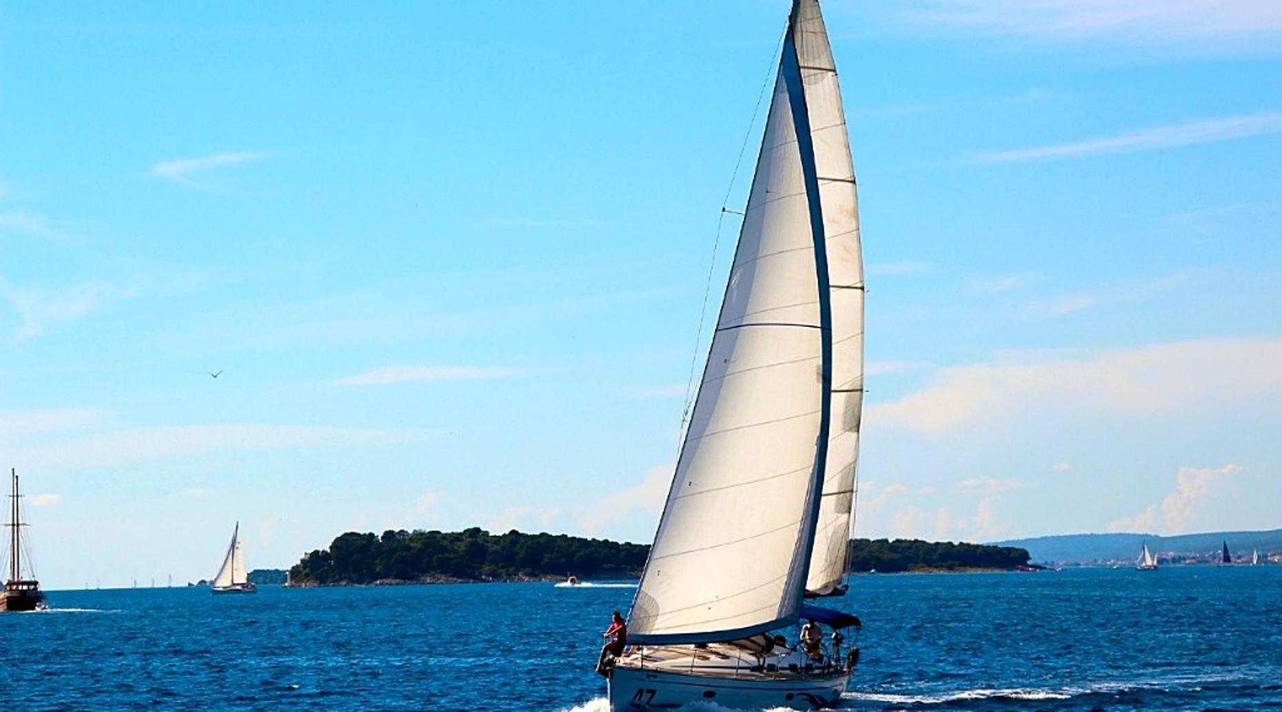 2-Hour San Francisco Bay Sailing Tour
