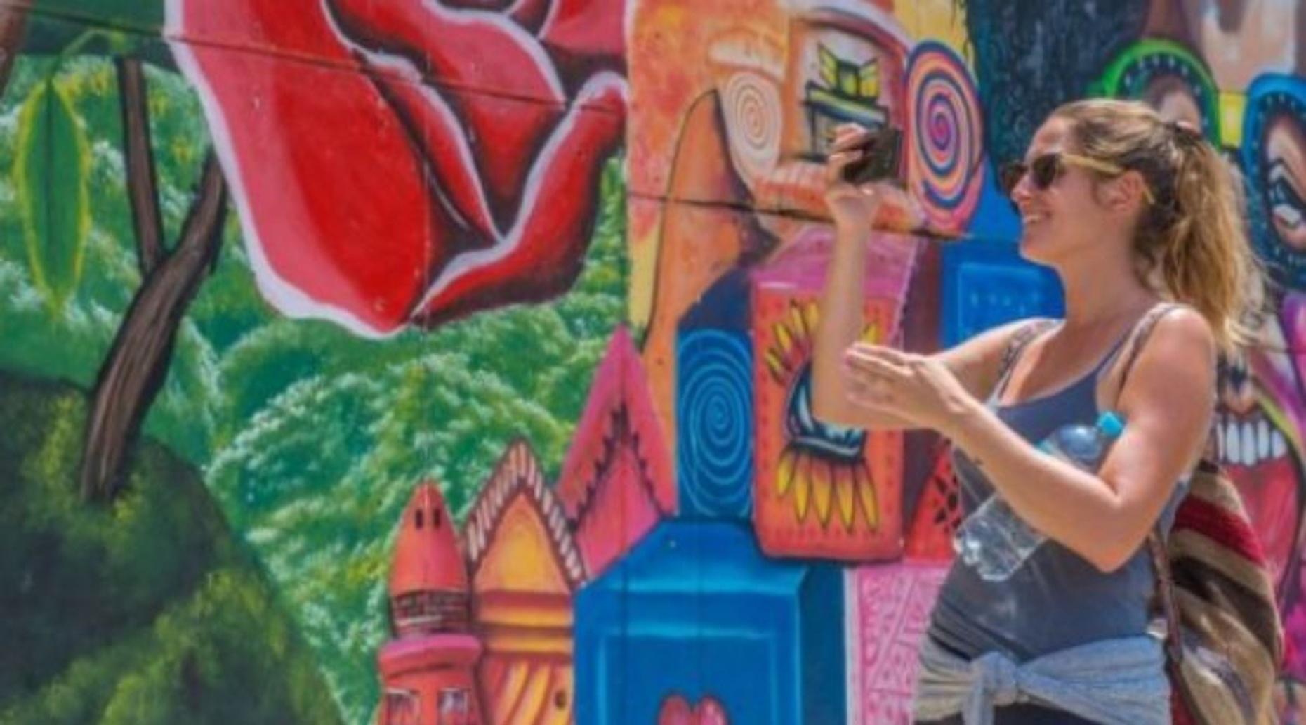 Private 4-Hour Comuna Graffiti Tour