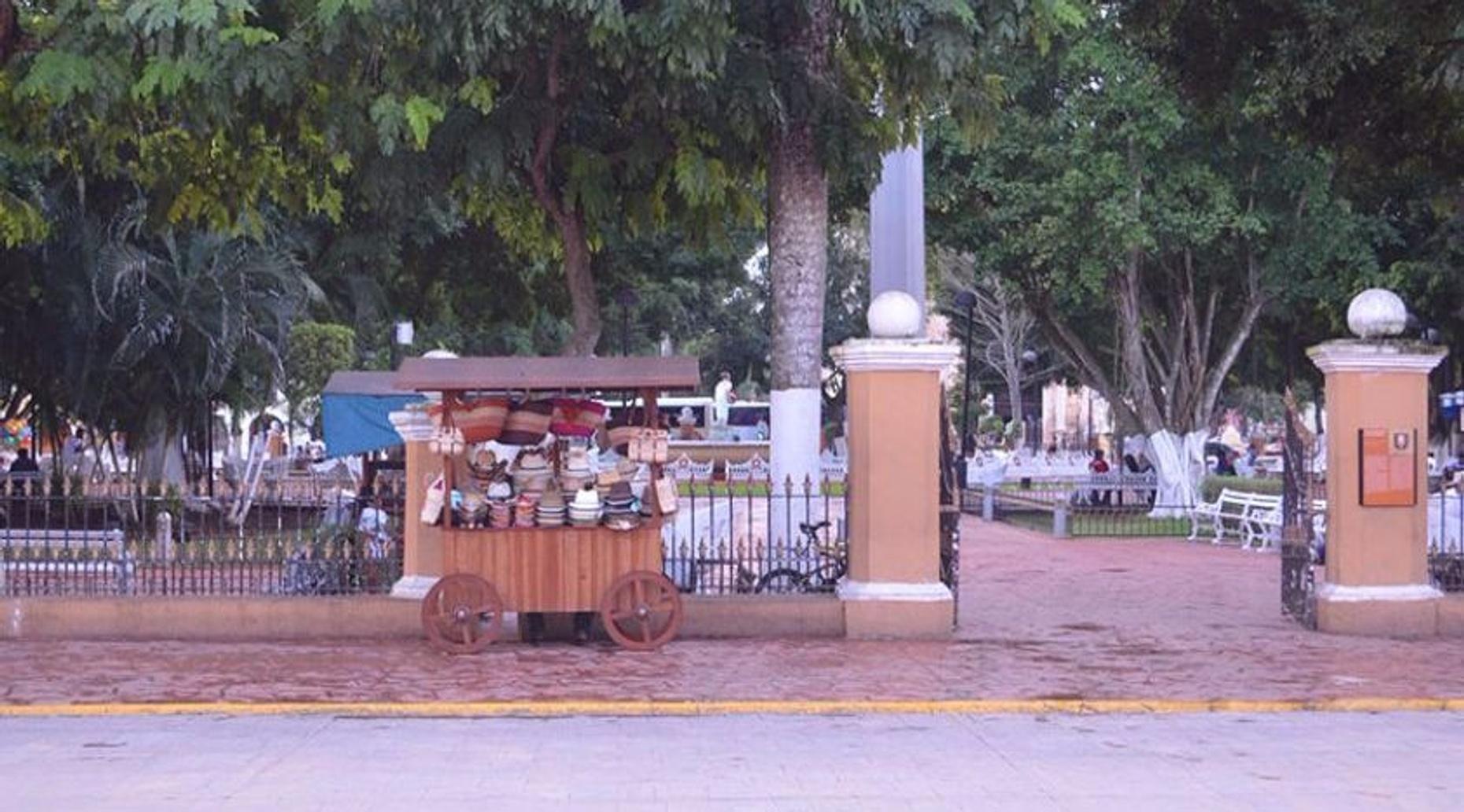 Chichen Itzá, Ik Kil & Valladolid Guided Tour in Cancun