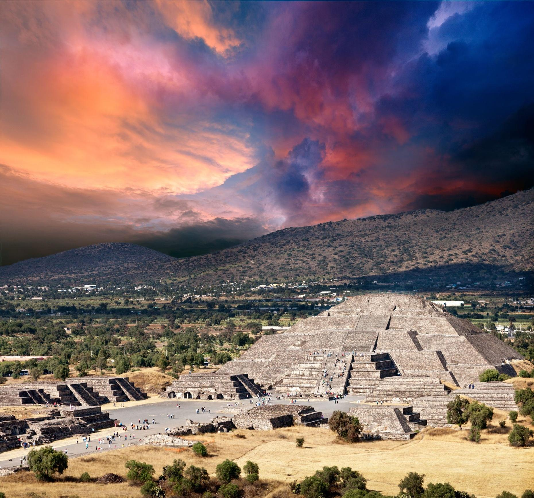 Tour of Teotihuacan at Sunrise