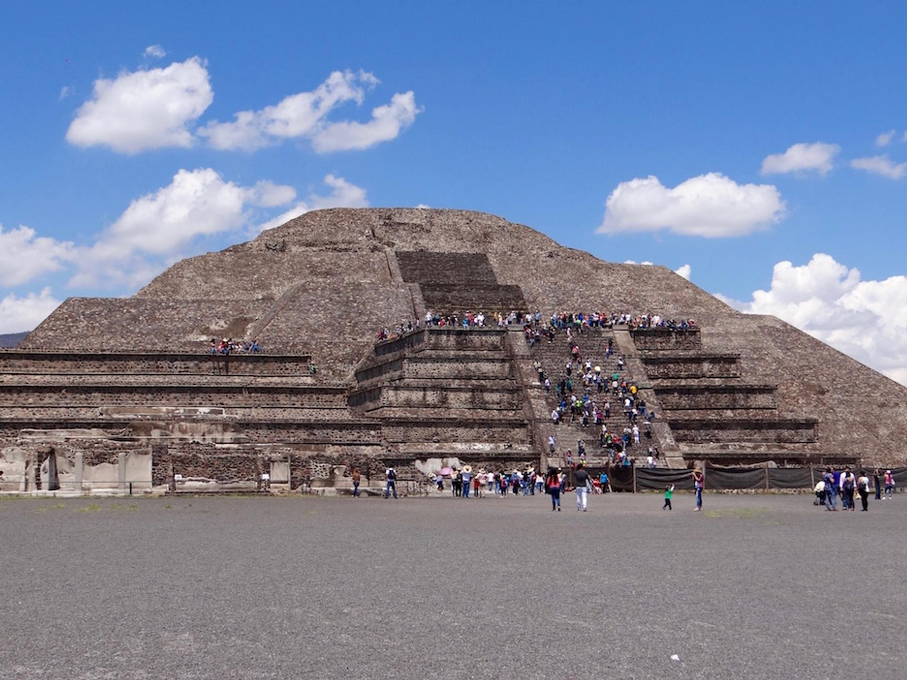 Teotihuacan Pyramids Tour in Spanish from Mexico City