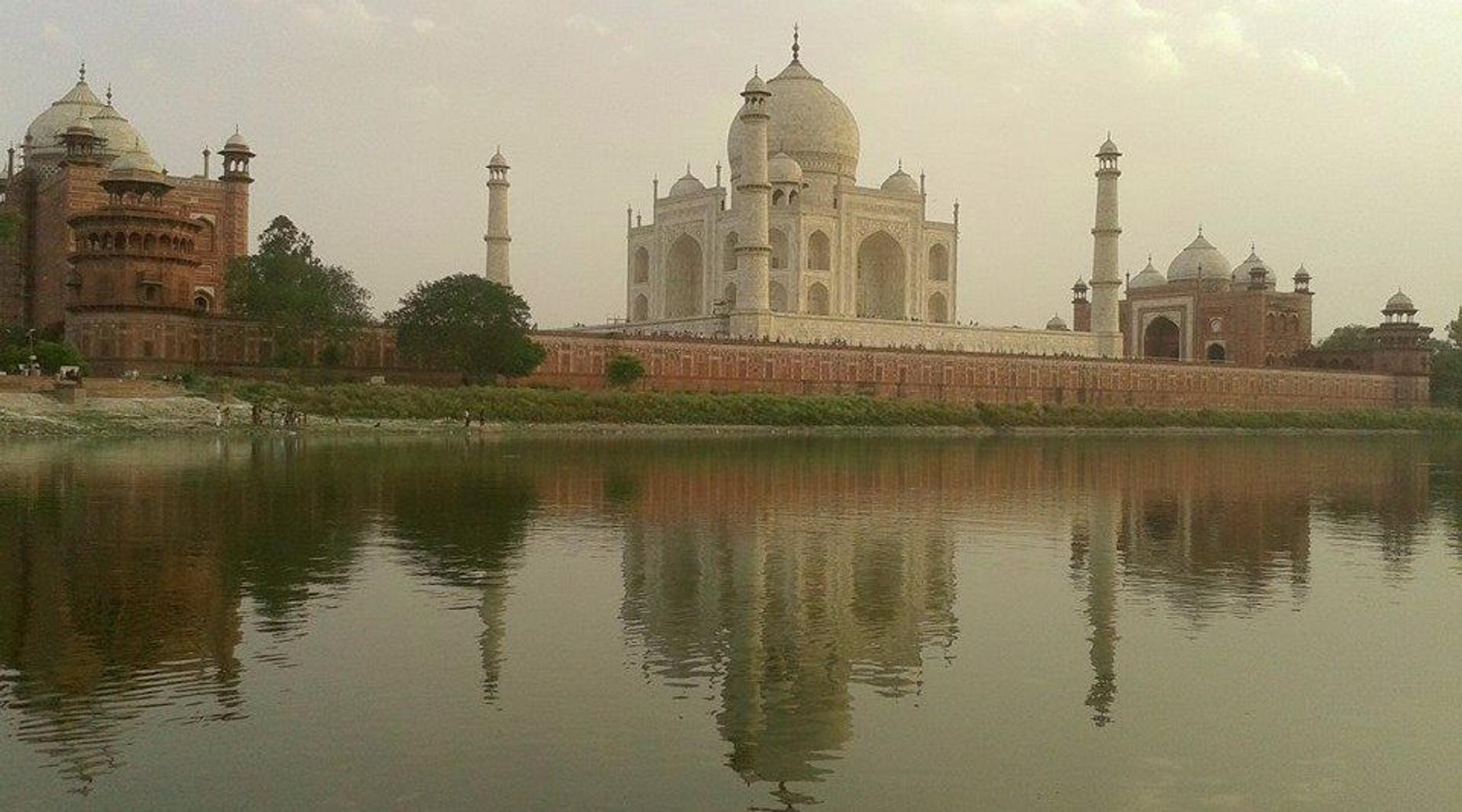 Sunrise to Sunset Guided Taj Mahal Tour from Delhi with Boat Ride