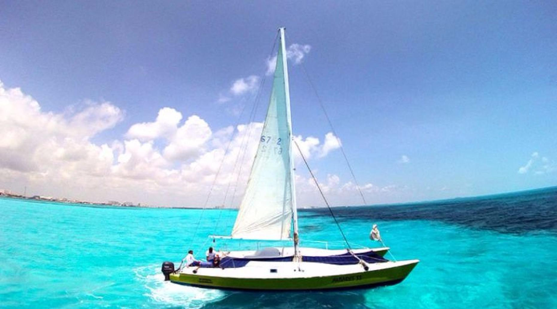 Half-Day Sailing Trip on the Antares 33 to Isla Mujeres
