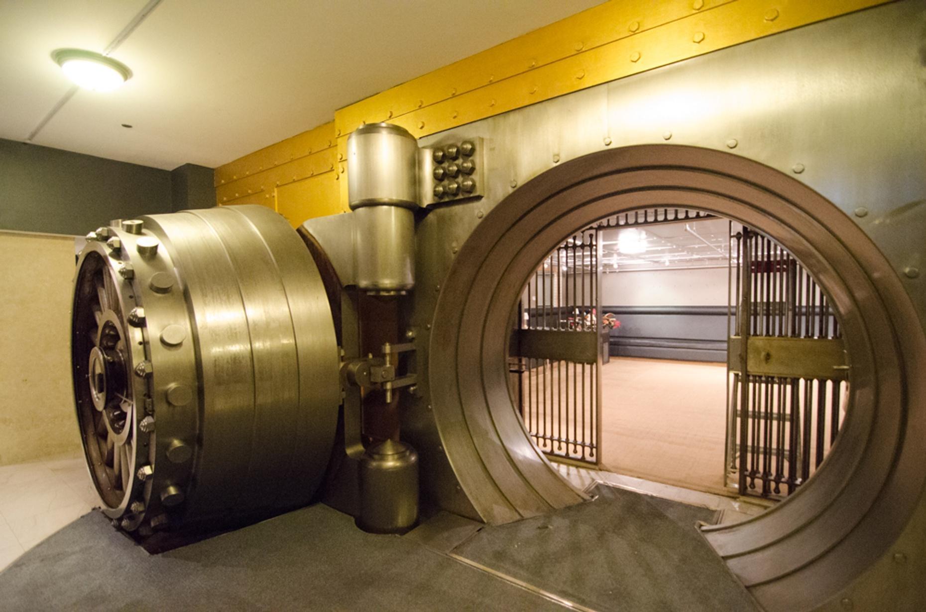 Bank Heist Escape Game in Pensacola