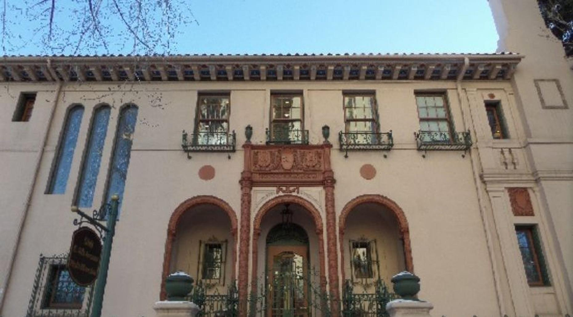 Mansions of Quality Hill Walking Tour in Denver