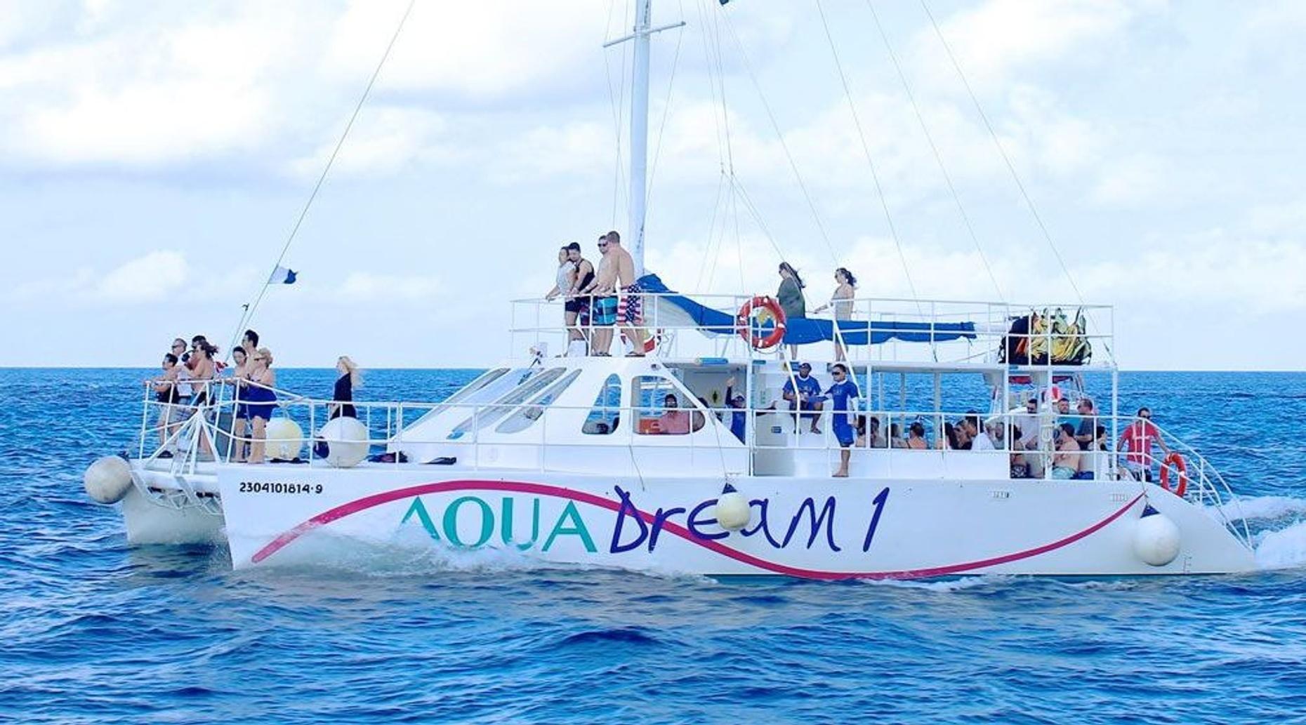 El Cielo & Playa Mia Catamaran Snorkel Tour