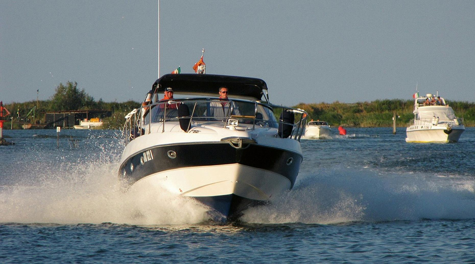 Four-Hour 22-foot Deck Boat Rental in Palm Beach