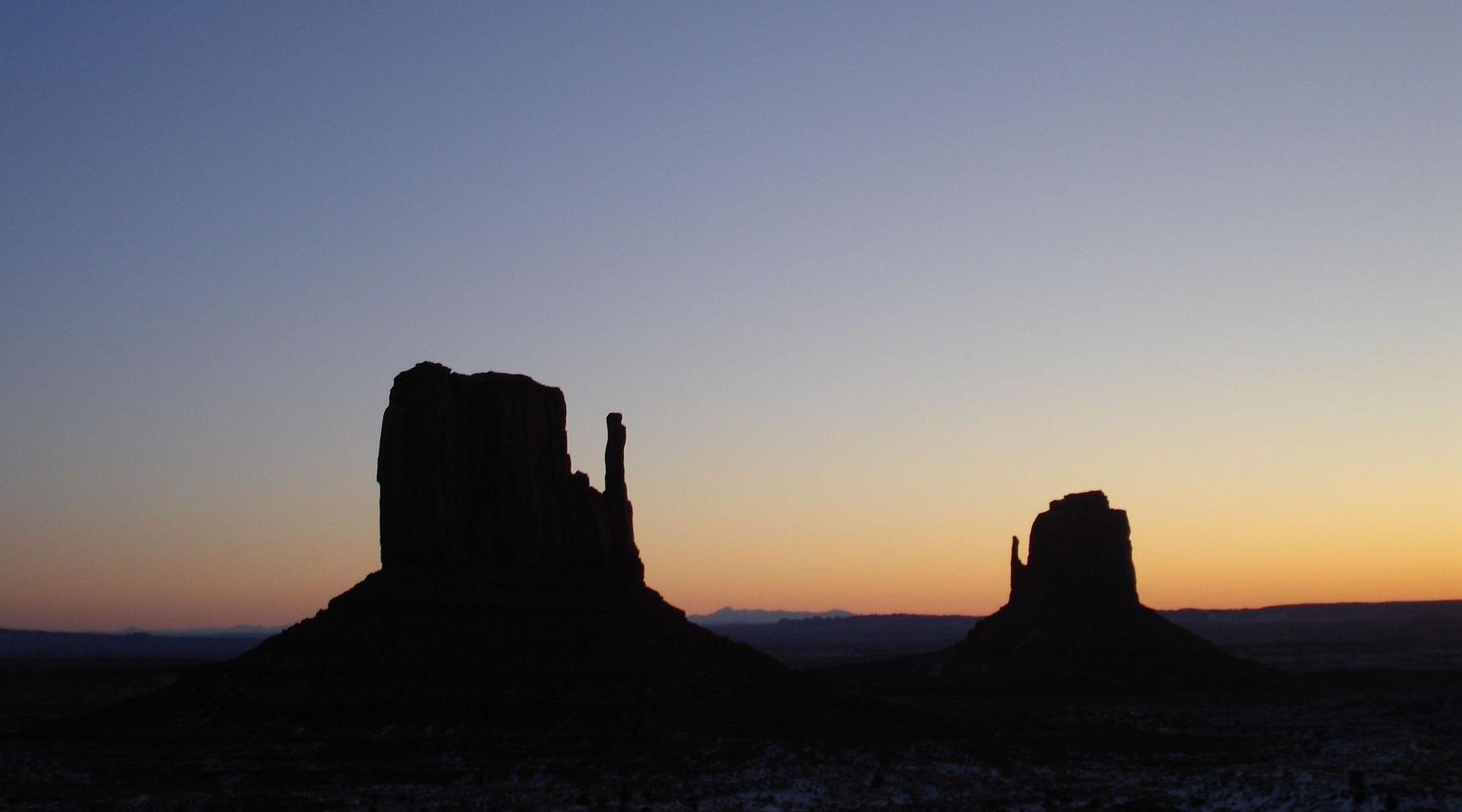 Three-Hour Sunrise Tour in Monument Valley