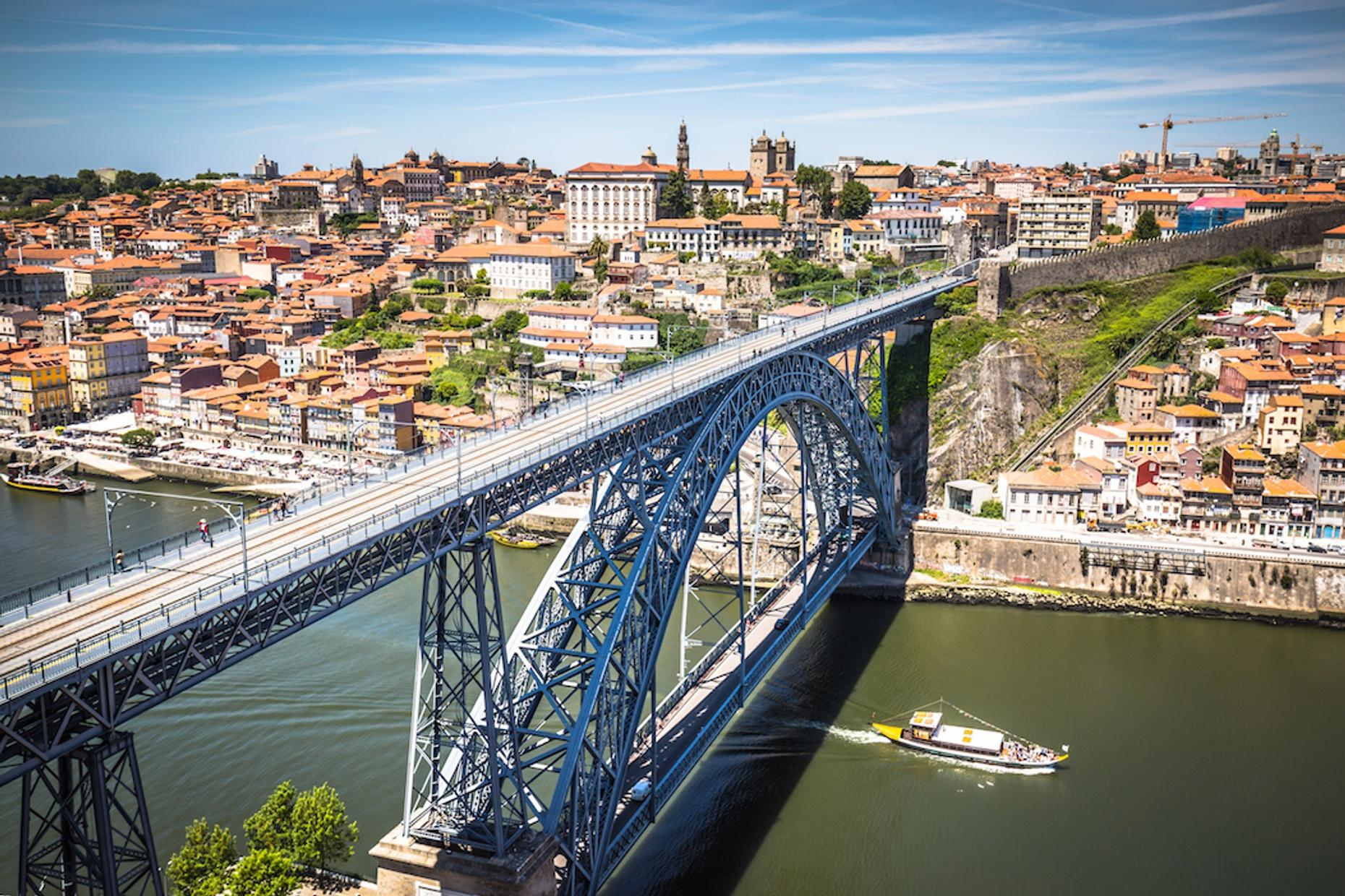 Guided Porto Walking Tour in Spanish