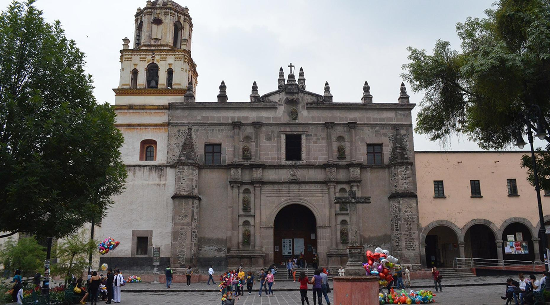 Coyoacan Spanish Walking Tour in Mexico City