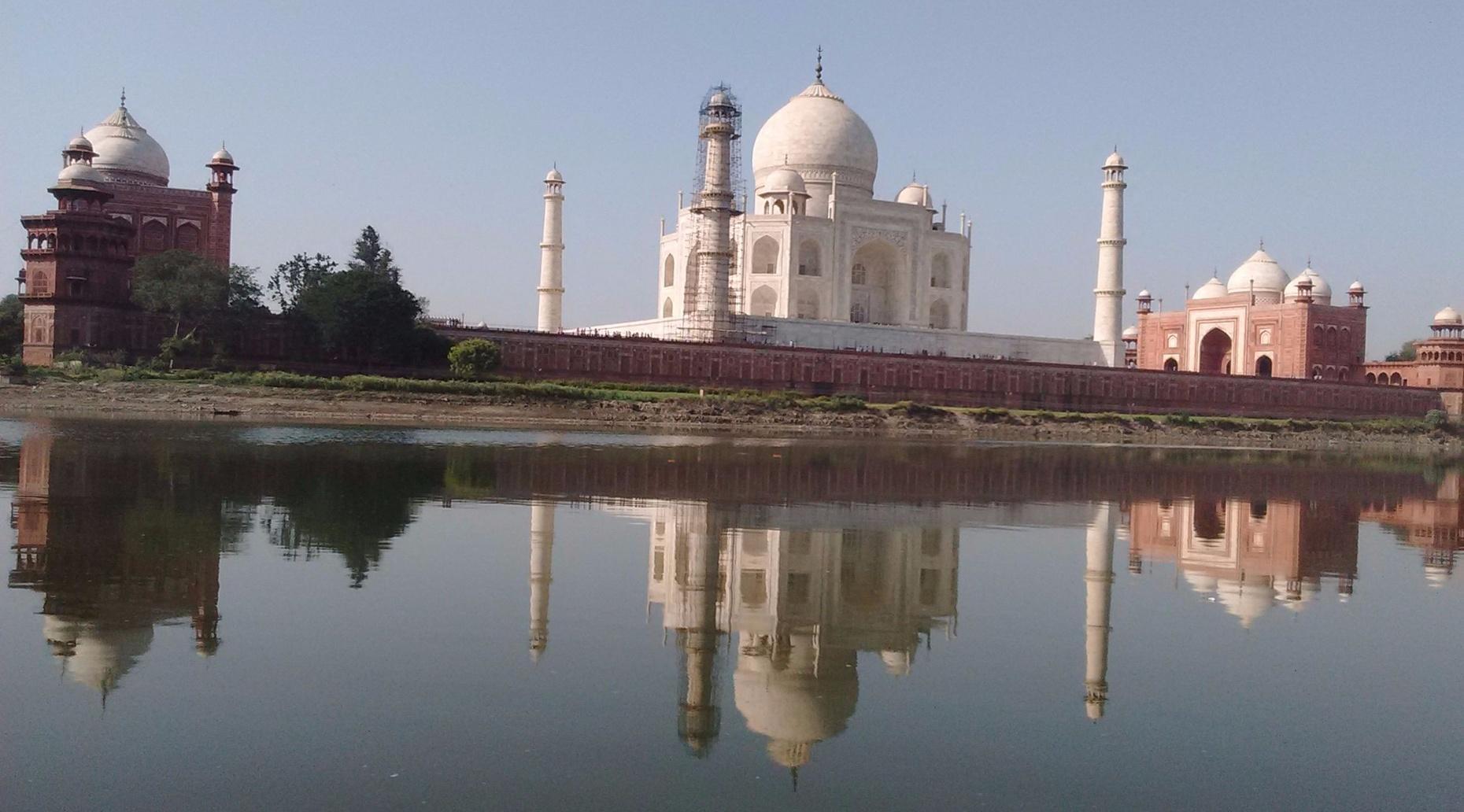 Full-Day Taj Mahal Tour With Gatimaan Express Ride From Delhi