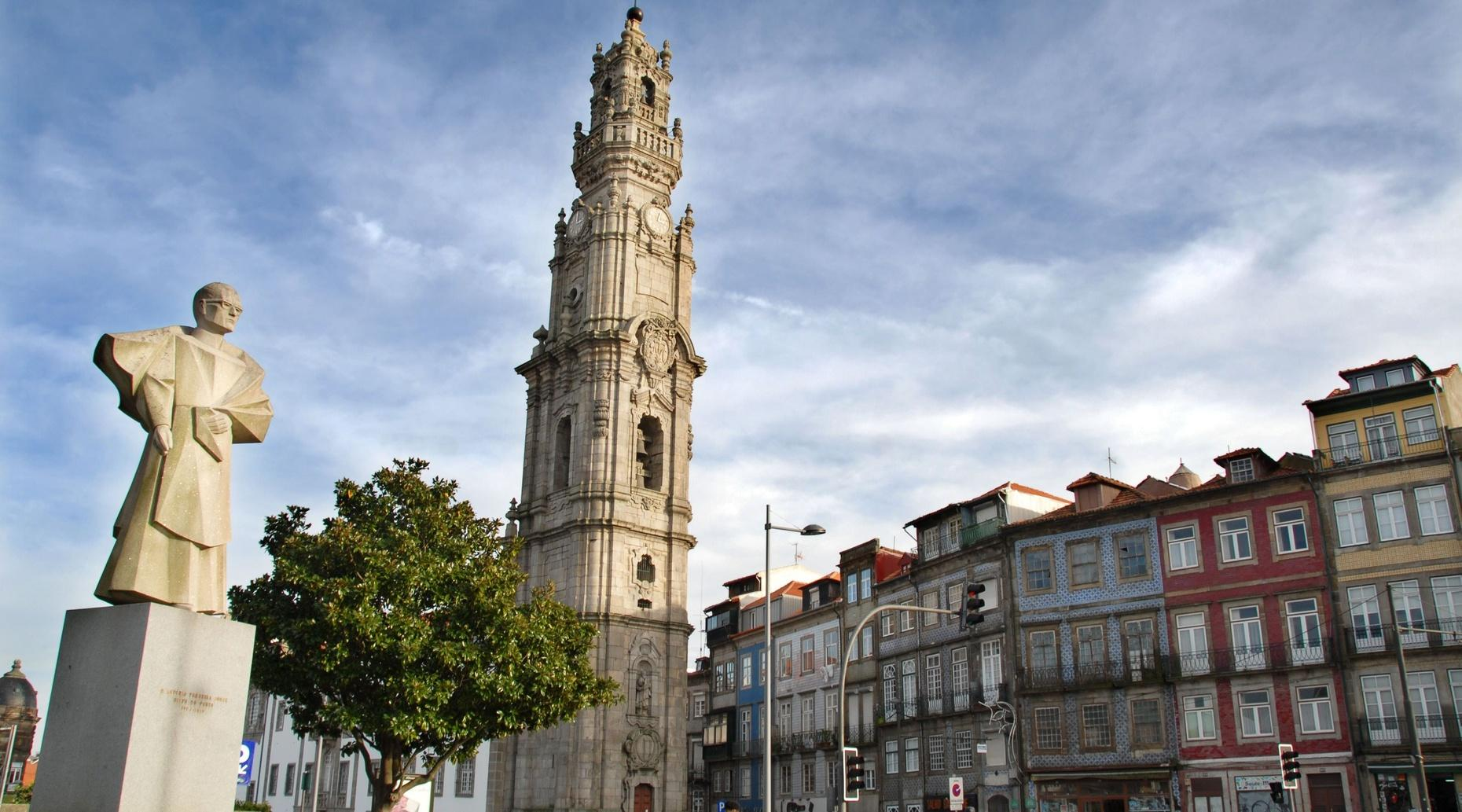 Full-Day Tour with Cruise & Wine Tasting in Porto