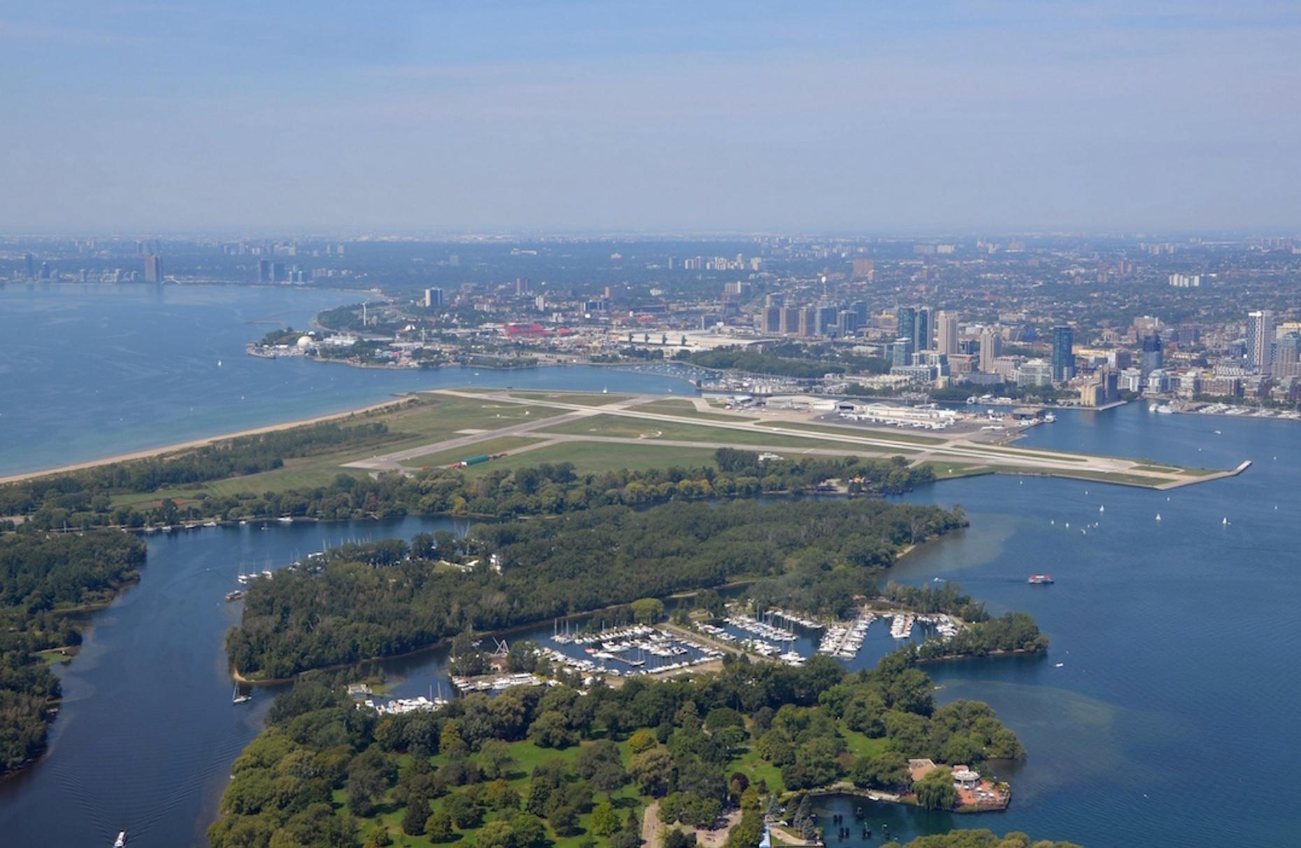 Executive Flight from Niagara District to Toronto Island