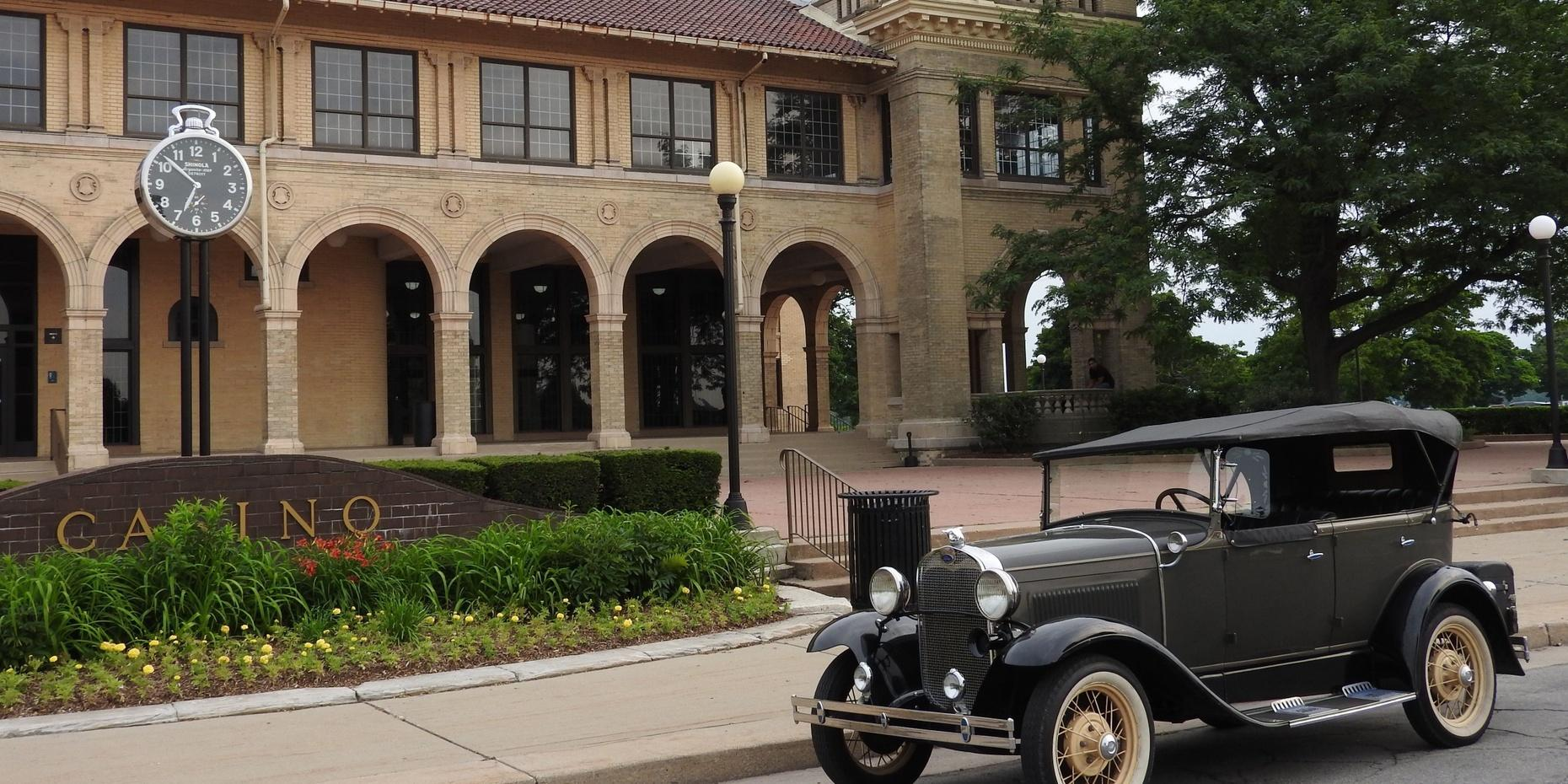 Historic Tour of Belle Isle in a Classic Car