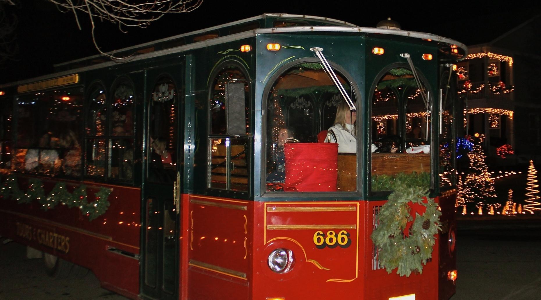 Holiday Lights Trolley Tour in Medford
