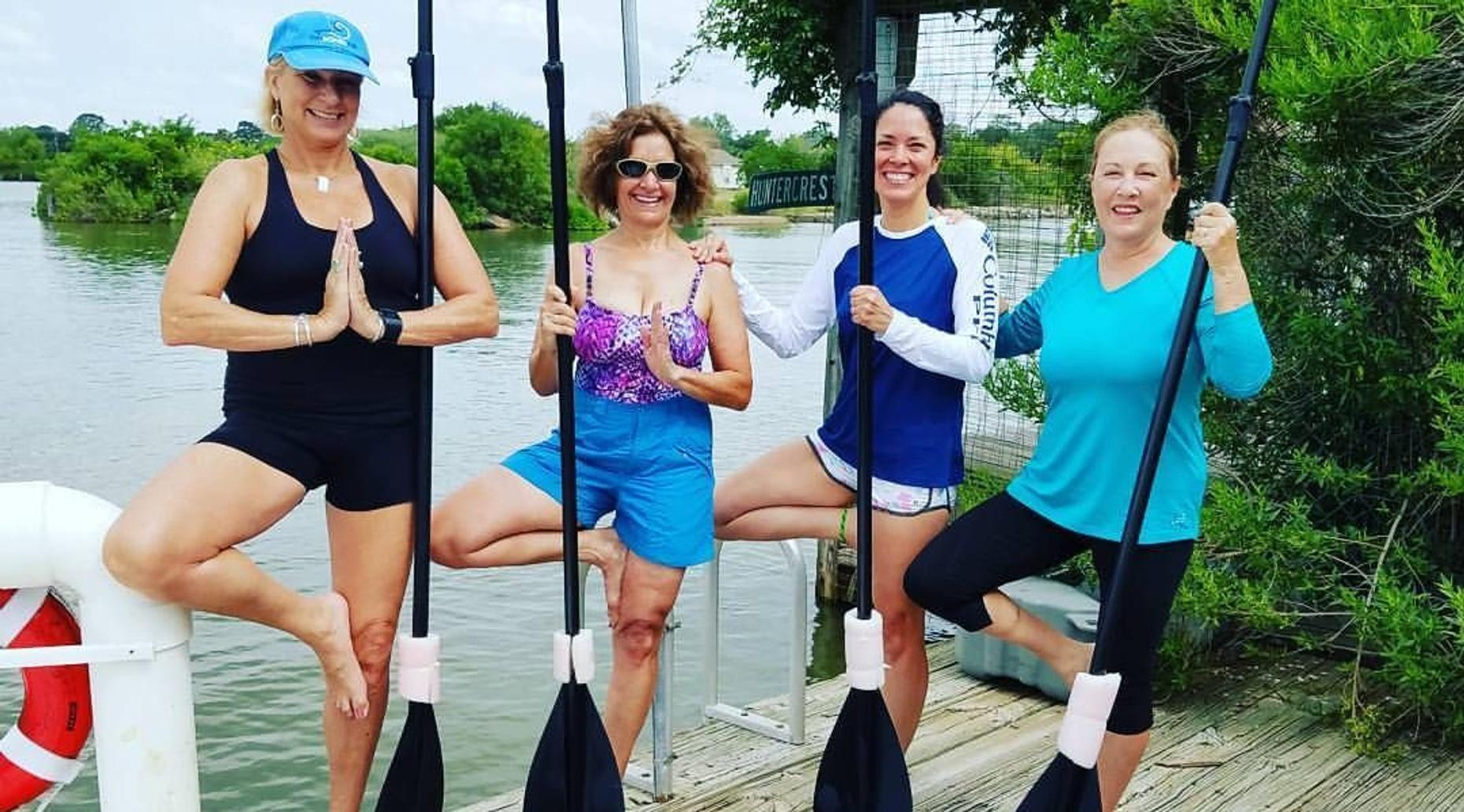 Stand-Up Paddleboard Yoga Class in El Lago