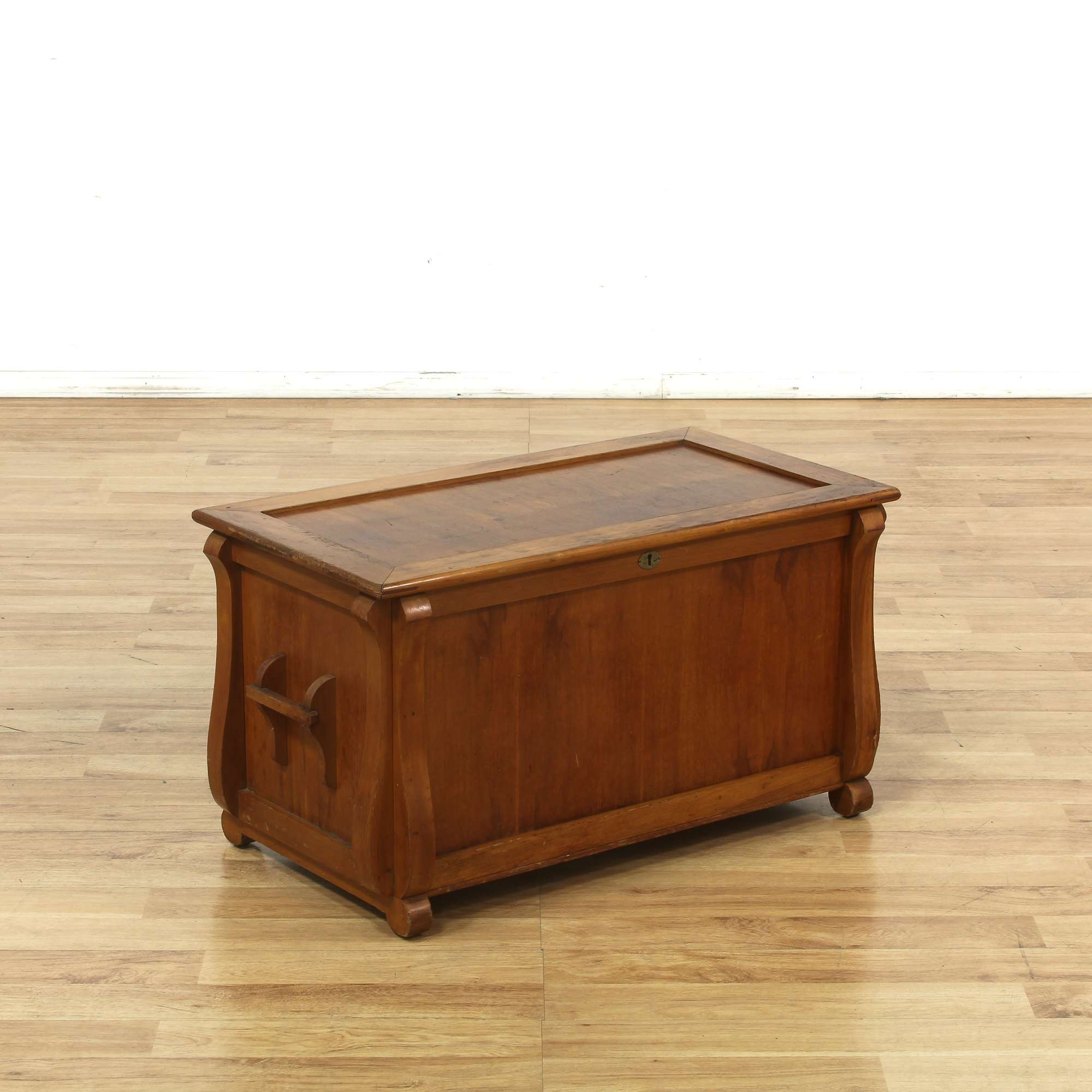 Wood Storage Trunk Chest Coffee Table - Loveseat Vintage Furniture