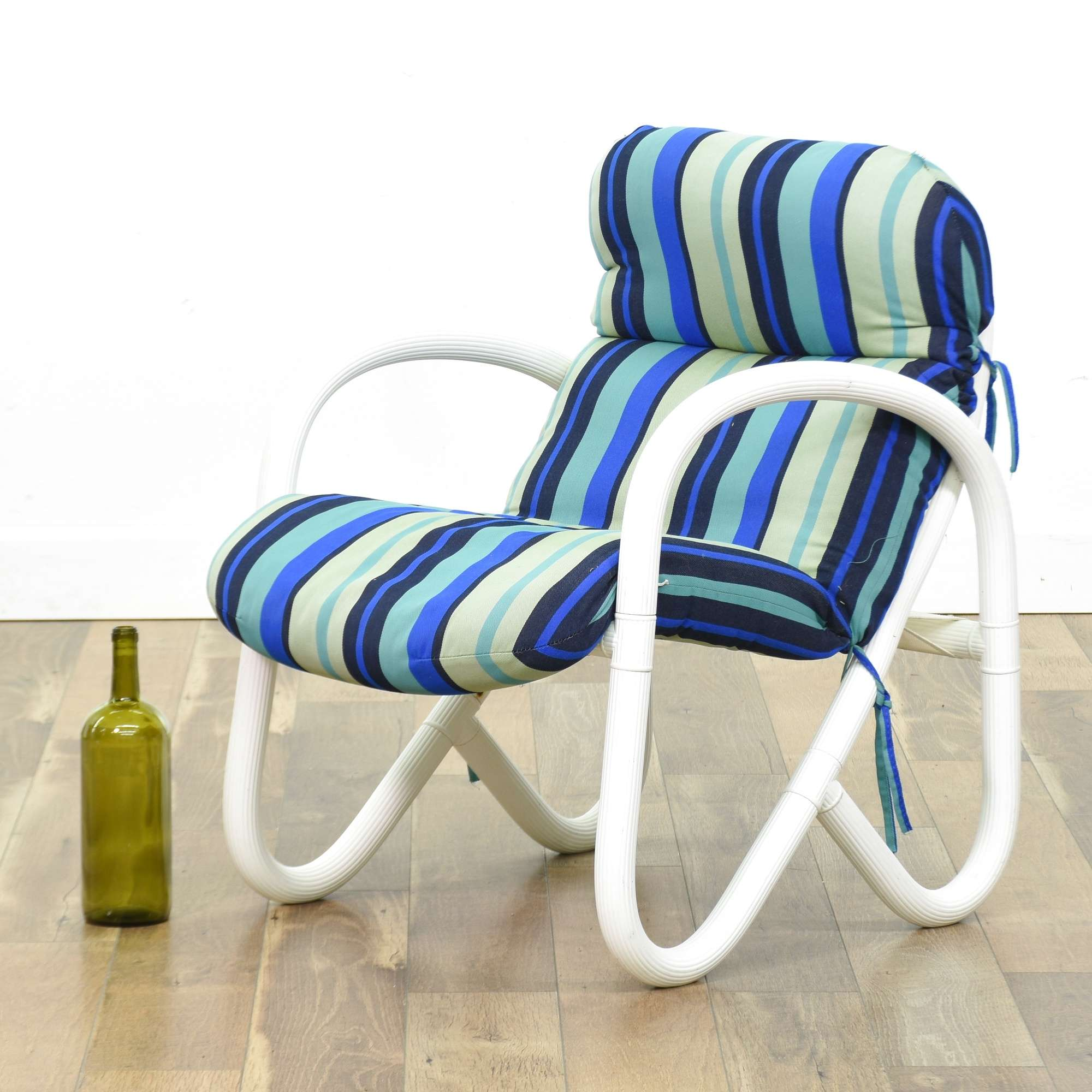 Set Of 4 White Patio Chairs W Blue Stripe Cushions