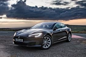 Musk envisions no Tesla steerings wheels by 2021
