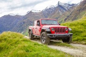 The Jeep Gladiator ute has touched down on Aus roads, in limited supply