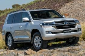 615 Toyota LandCruiser 200 Series and Hiluxes recalled for label misprint