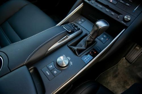 Lexus IS IS300h AVE30R IS300h Luxury Sedan 4dr CVT 1sp 2.5i/105kW Hybrid