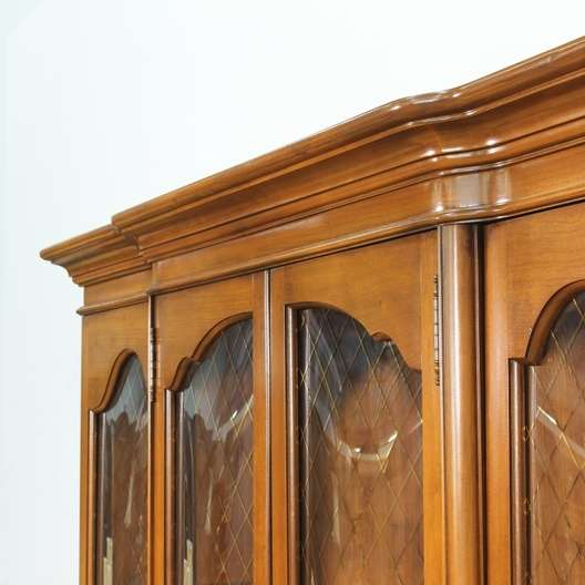 Quot Bassett Quot Traditional China Cabinet W Gold Detail