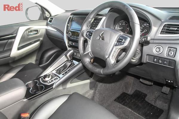 Mitsubishi Pajero Sport Black Edition