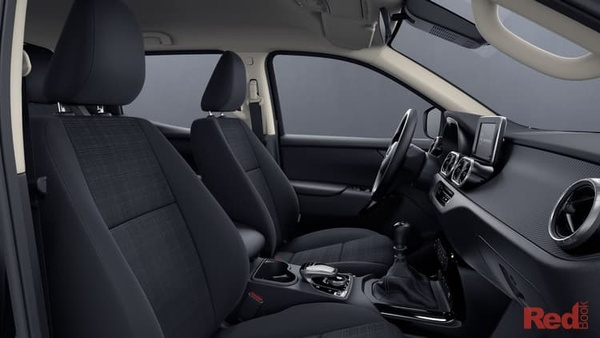 Mercedes-Benz X-Class X220d Selected X-Class models - Complimentary automatic transmission and metallic paint