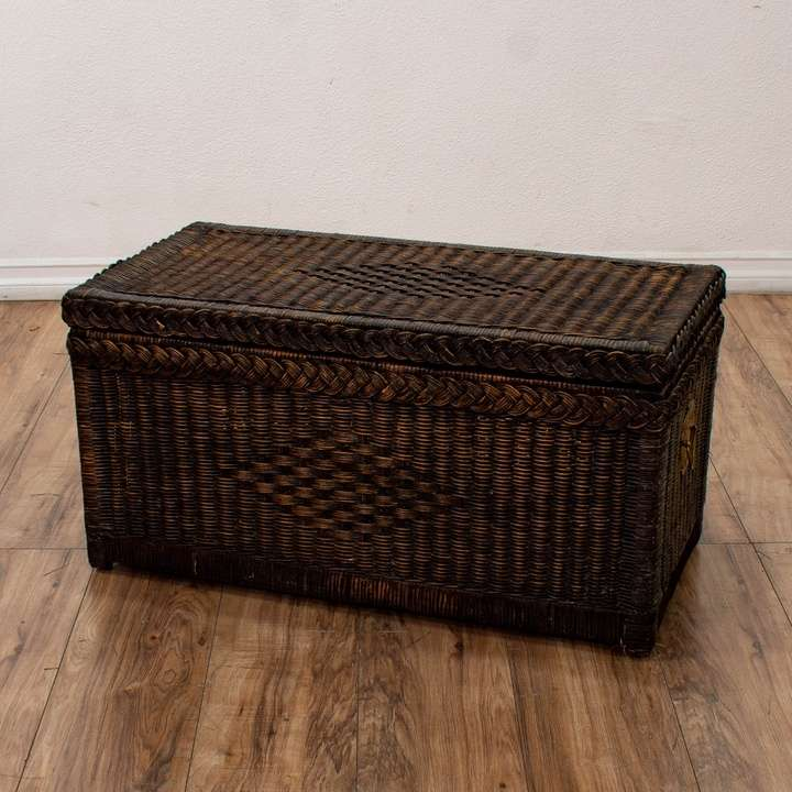 White Shabby Chic Steamer Trunk Coffee Table Loveseat Vintage - Woven trunk coffee table