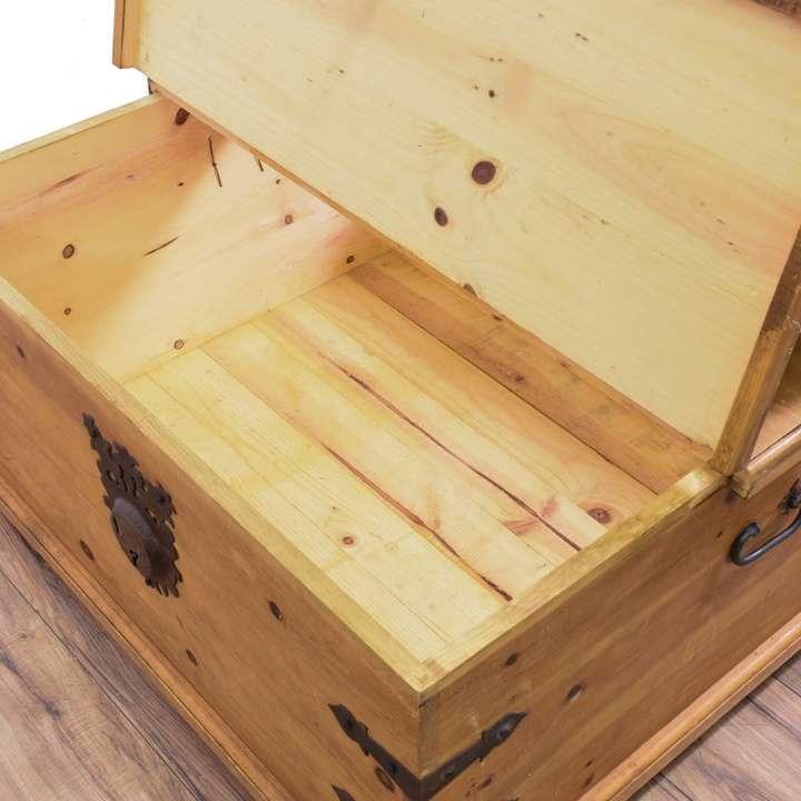 Pine Coffee Table Trunk: Pine Coffee Table Trunk W/ Storage
