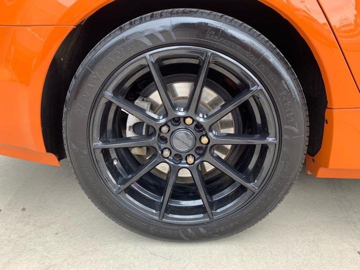 HOLDEN COMMODORE SV6 VF SV6 Sedan 4dr Spts Auto 6sp 3.6i [MY14]