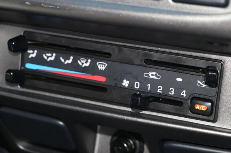 NISSAN NAVARA ST-R D22 ST-R Utility Dual Cab 4dr Man 5sp 4x4 2.5DT [S5]