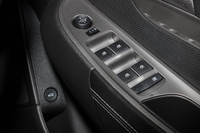 HOLDEN COMMODORE International VF International Sedan 4dr Spts Auto 6sp 3.0i [MY14]