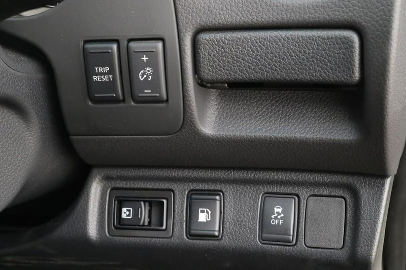 NISSAN NAVARA ST-X D23 Series 3 ST-X Utility King Cab 4dr Spts Auto 7sp 4x4 2.3DTT