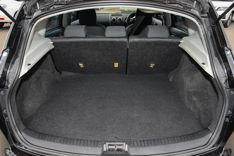 NISSAN DUALIS ST J10 Series 4 ST Hatch 5dr Man 6sp 2WD 2.0i [MY13]