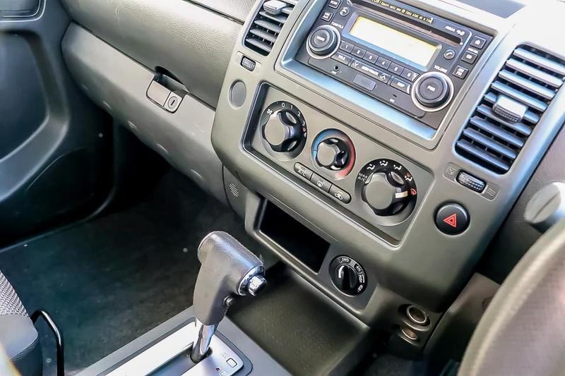 NISSAN NAVARA ST-X D40 Series 6 ST-X Cab Chassis King Cab 4dr Auto 5sp 4x4 2.5DT