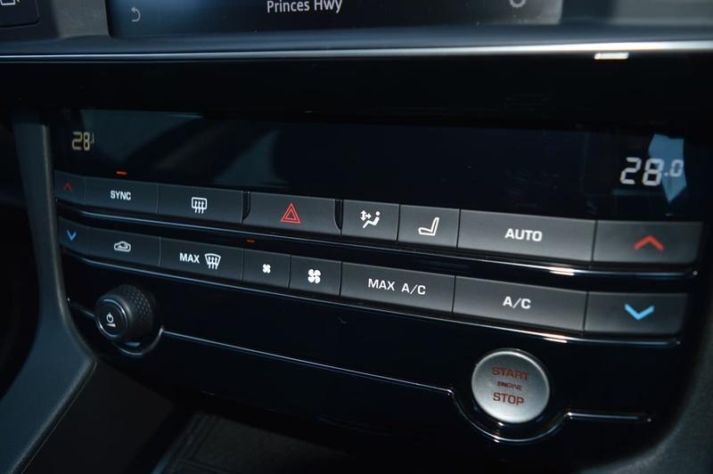 JAGUAR F-PACE 30d X761 30d Prestige Wagon 5dr Spts Auto 8sp AWD 3.0DTT [MY17]